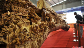 Vue rapprochée sculpture bois par Zheng-Chunhui